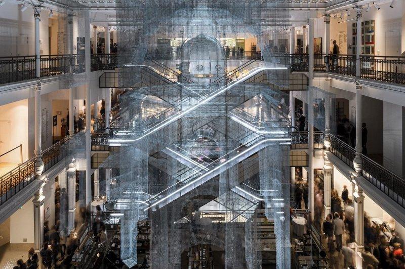 Потрясающая инсталляция Aura в парижском универмаге (11фото)