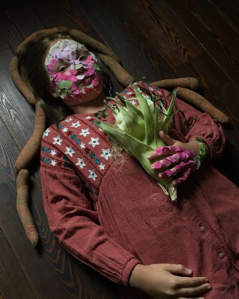Художник использует растения и овощи для создания ярких и необычных образов (20 фото)