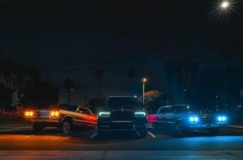 Rolls-Royce Cullinan Black Badge — король ночи в Лос-Анджелесе (17фото)