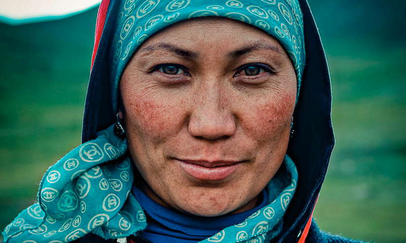 Искренняя улыбка и пронзительный взгляд жителей Кыргызстана в объективе ливанского фотографа (17фото)