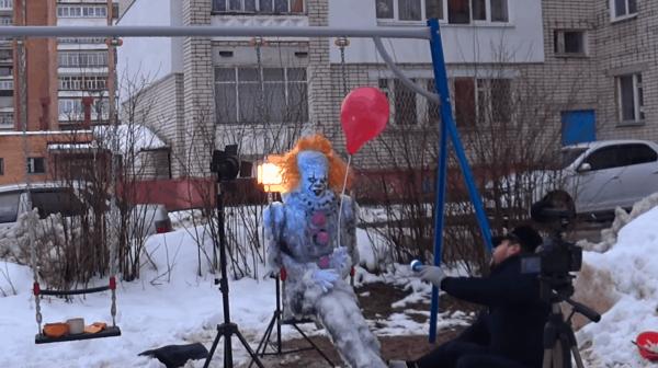 Художник из Сарова слепил снеговика во дворе, от которого можно перепугаться до полусмерти (10 фото)