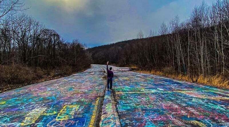 Заброшенное шоссе в Пенсильвании полностью покрыто граффити (21фото)