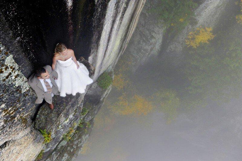 На краю: новое слово в экстремальной свадебной фотографии (19фото)