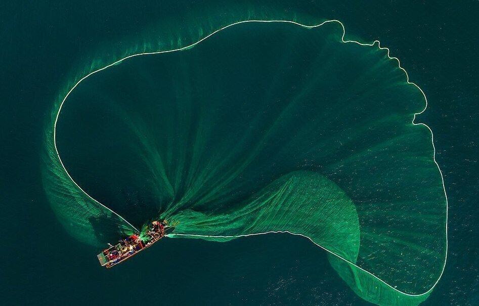 Рыбаки создают завораживающие узоры с помощью сетей (6фото)