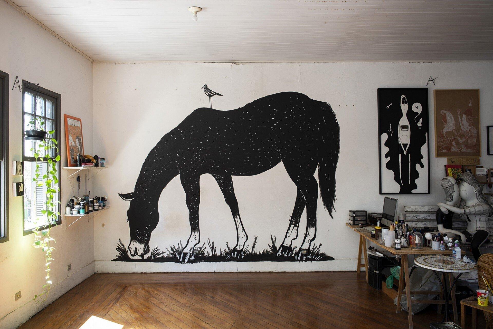 Домашний стрит-арт: художники по всему миру рисуют на стенах своих квартир и домов (25фото)