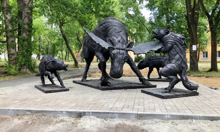 Художник создает скульптуры из старых и изношенных шин (21фото)