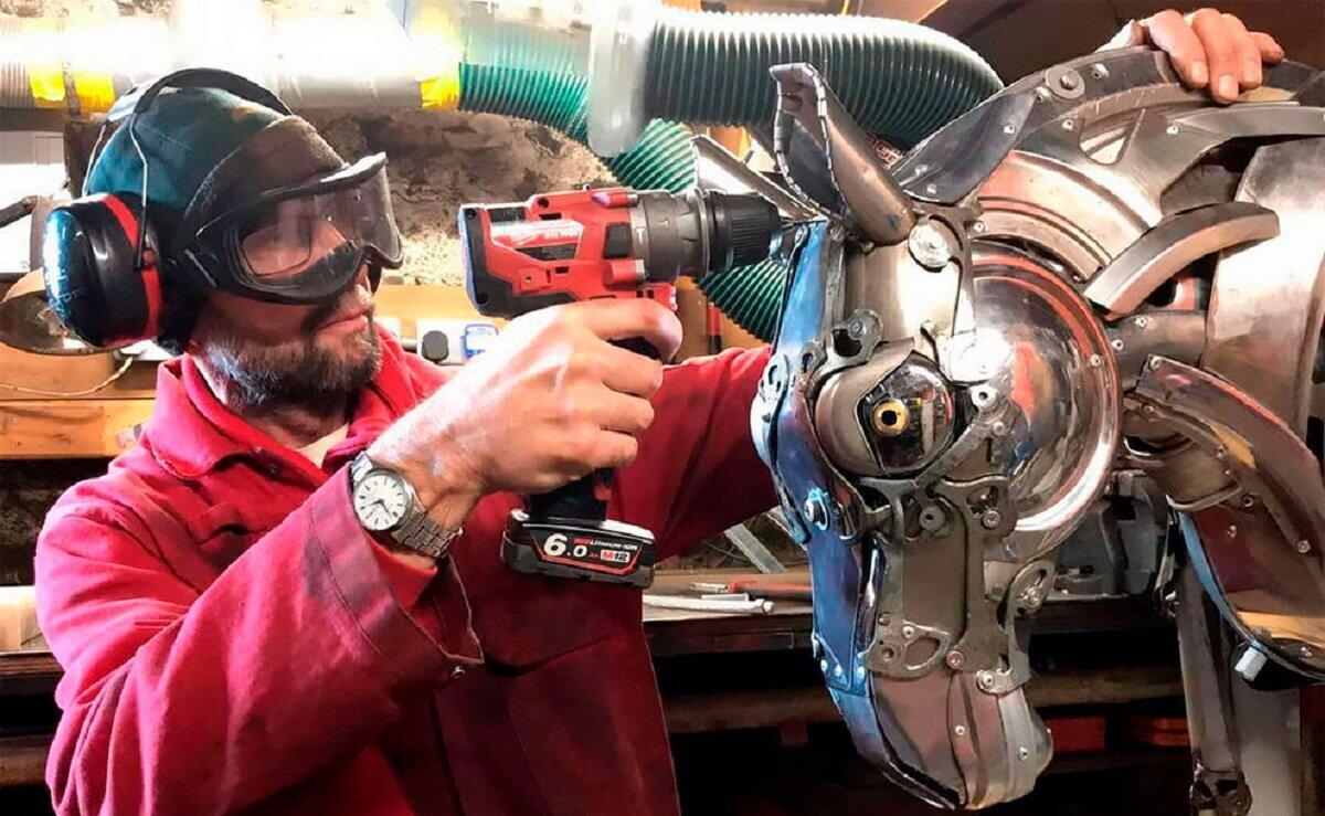Скульптор создает фантастических животных из автомобильного мусора (29фото)