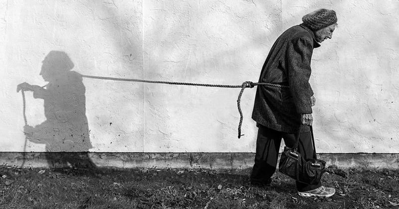 Фотохудожник взял в модели 91-летнюю мать (11фото)