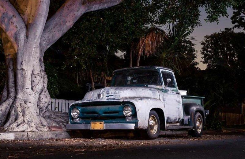 Фотограф из Лос-Анджелеса коротает время самоизоляции ночной охотой на винтажные автомобили (17фото)