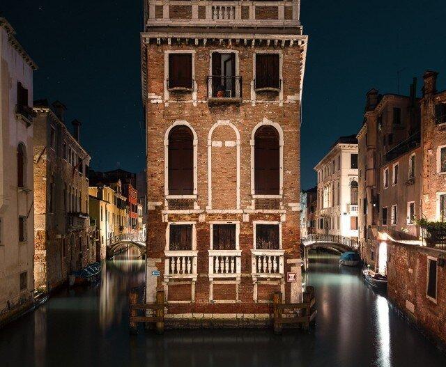 Спят усталые гондолы. Ночная Венеция Тибо Пуарье (11фото)