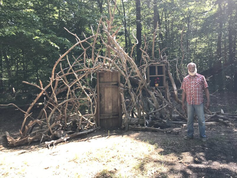 Мужчина построил у себя во дворе «Ворота в воображение» (7фото)
