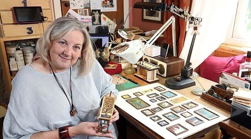 Женщина воссоздаёт произведения искусства, которые чуть больше монеты (12фото)
