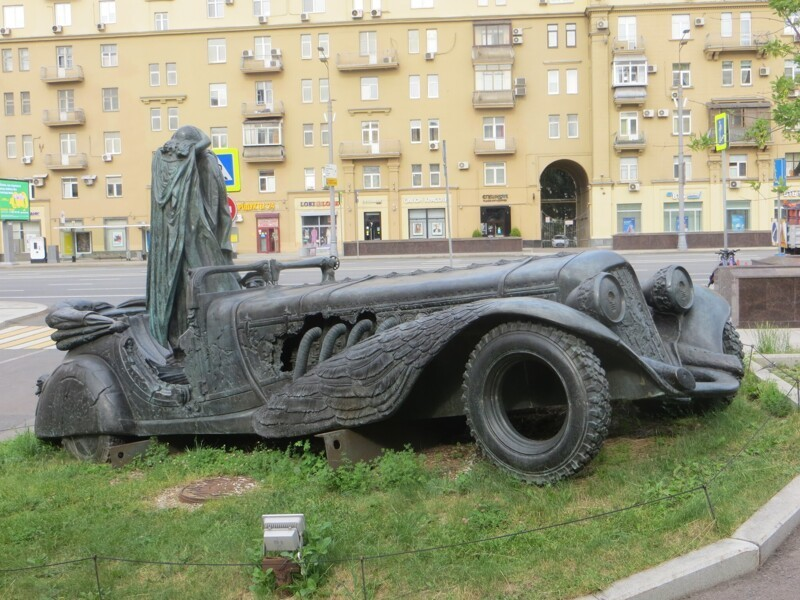 Сквер со скульптурами на Земляном валу (20фото)