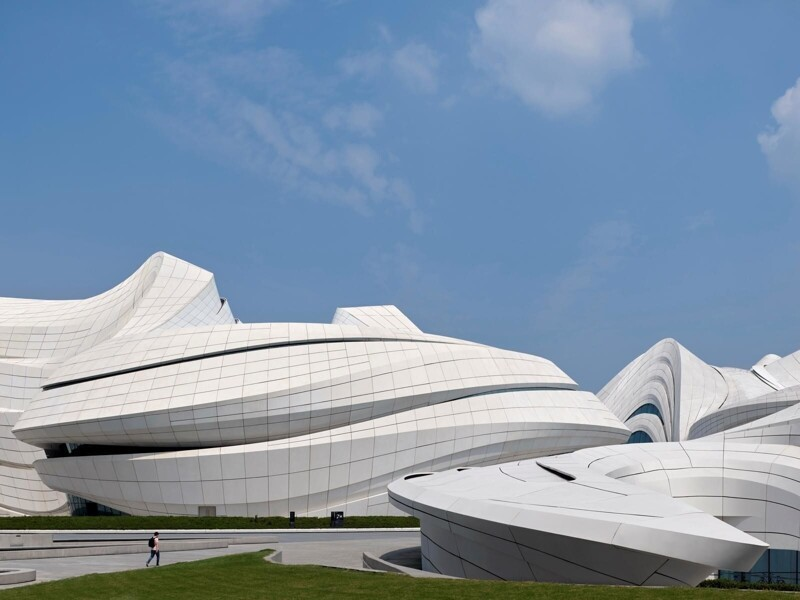 Центр культуры и искусств Meixihu International Culture & Arts Centre от Zaha Hadid Architects (34 фото)