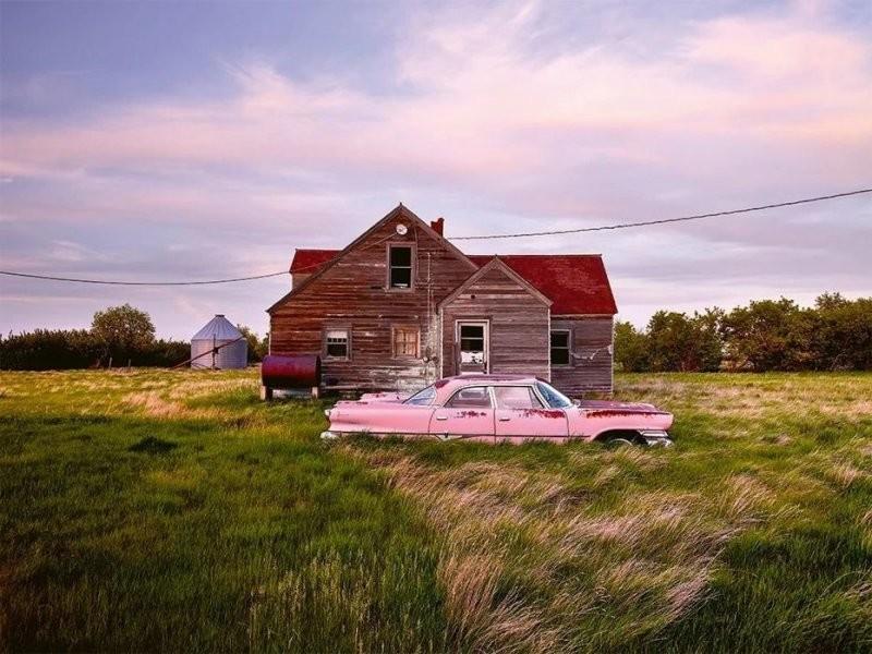 Немец колесит по миру в поисках идеальной фотографии брошенного авто (16фото)