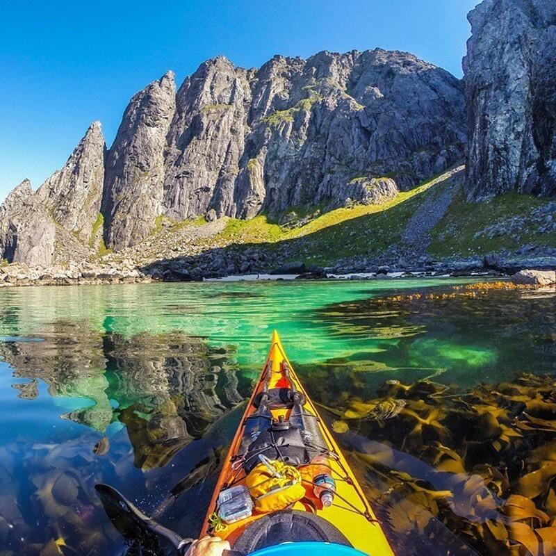 Каякер делает потрясающие фотографии норвежских фьордов и публикует их в Instagram (15фото)