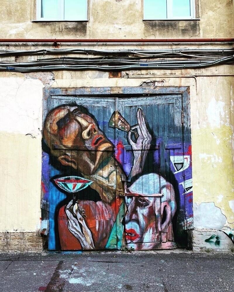 Во дворе Петроградского района в Санкт-Петербурге появилась необычная картинная галерея (5фото)