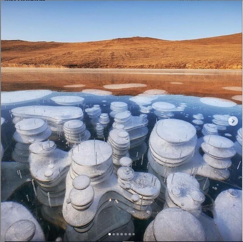 Пузыри метана на Байкале (1 фото)