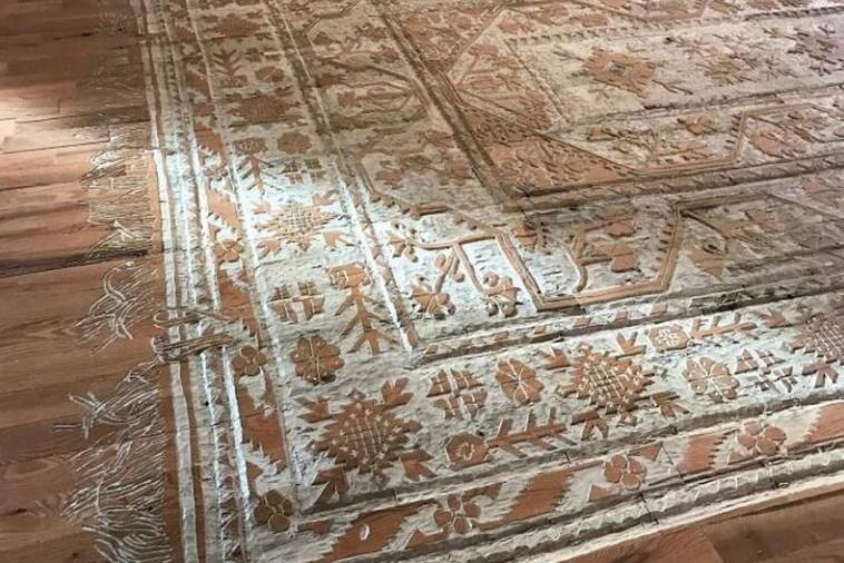 Художница вырезала коврик прямо на деревянном полу (5фото)