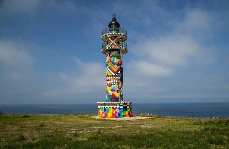 Художник превратил старый маяк в художественную инсталляцию (3фото+1видео)
