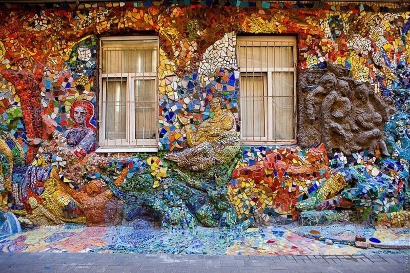 Мозаичный дворик в Петербурге (4фото)
