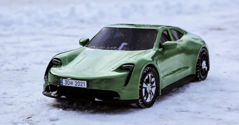 Посмотрите, как этот художник создает модель Porsche Taycan с помощью 3D-ручки (3фото+1видео)