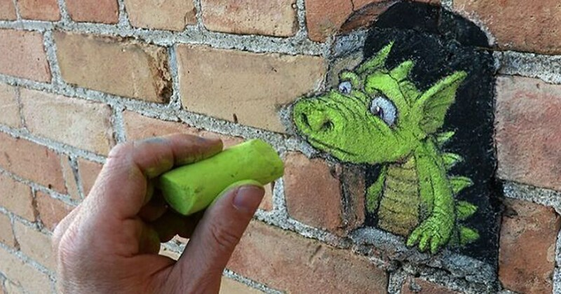 Художник населяет город неведомыми зверюшками (31фото)