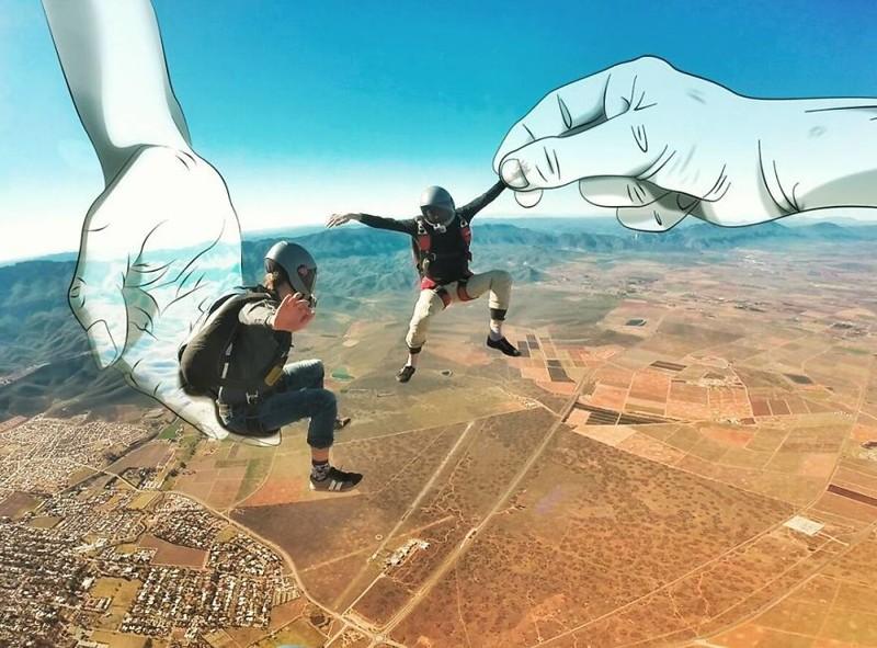 Классные фото: парашютист объединил два увлечения (7фото)