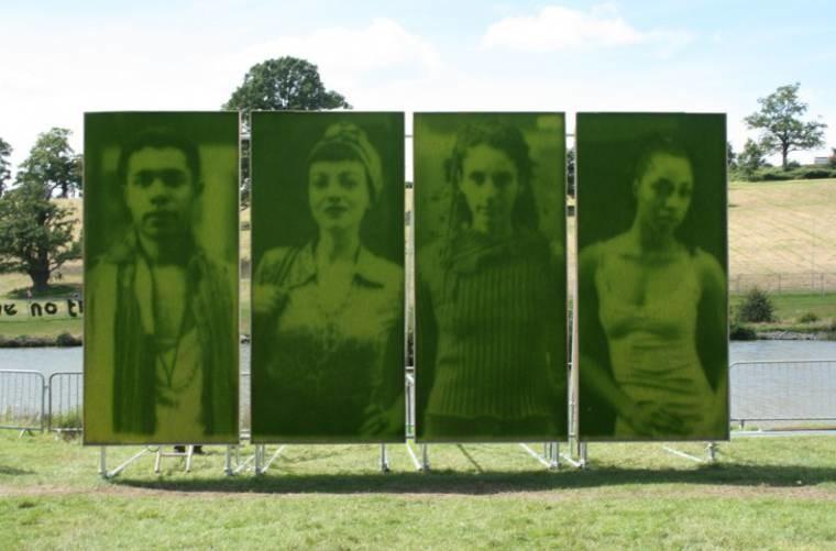 Как можно буквально распечатать фотографию на траве (10фото)