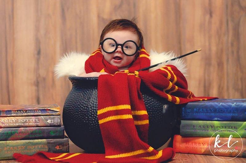 Красивая фотосессия симпатичной 3-месячной девочки в стиле «Гарри Поттер» (6фото)