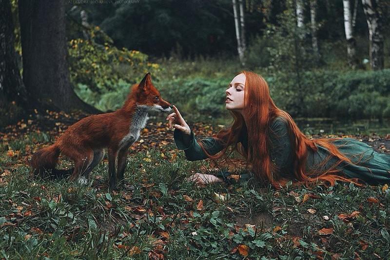 Сказочные портреты рыжеволосых девушек-моделей с лисицей (15фото)