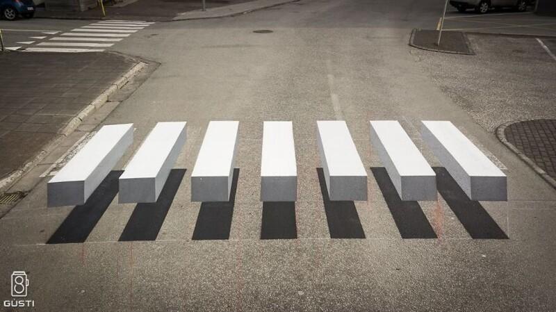 Зебра, через которую водители будут острожно переезжать (2фото)