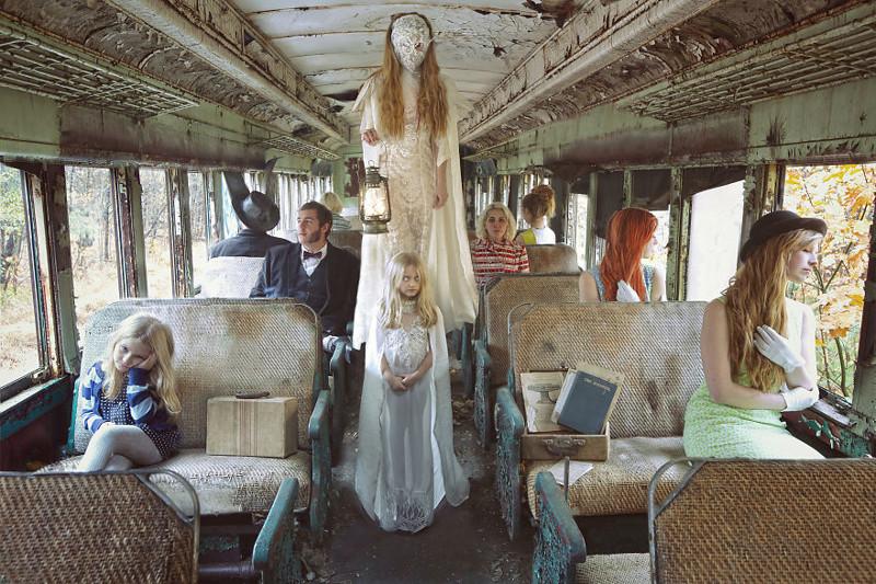 Сказочные и страшные картинки —заброшенные интерьеры, обнаженная натура и чьи-то сны (37фото)