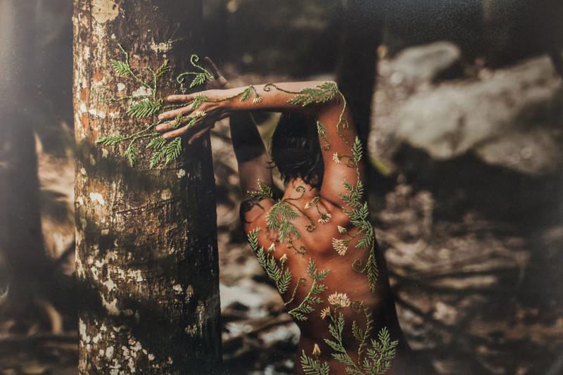 Удивительные фотоработы бразильского художника, в которых она совмещает женскую красоту с кружевной вышивкой (17фото)