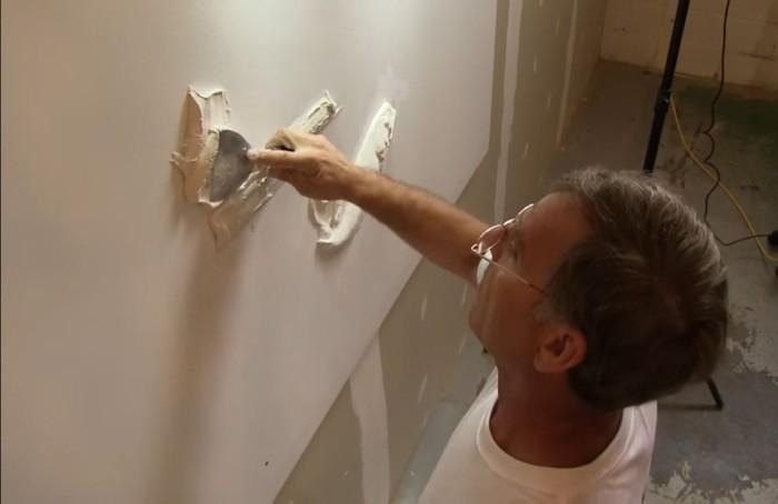 Талантливый самоучка создает невероятно красивые барельефы на стенах квартир и домов (8фото)
