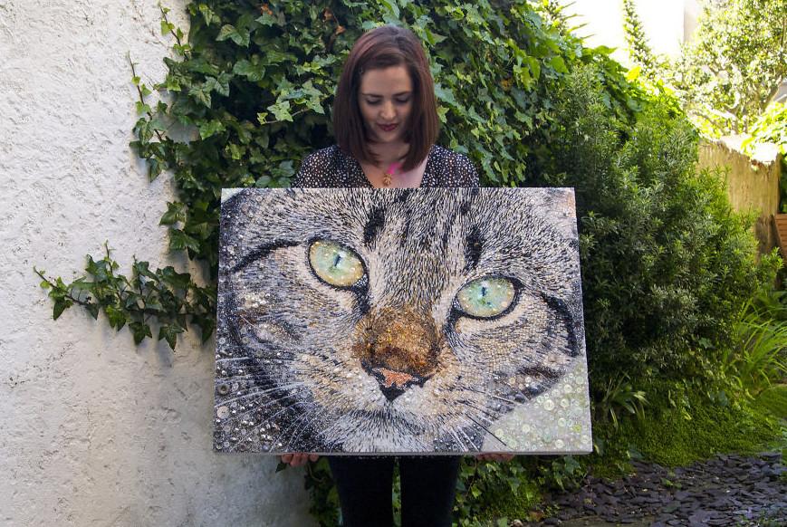 Очаровательные коты из бусин и пуговиц (14фото)